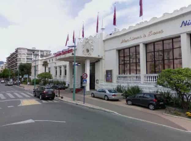 RARE TRÈS BELLE SURFACE EN ANGLE À MENTON – CL2952
