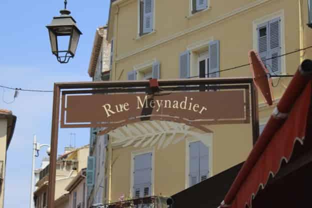 rue-meynadier-cannes-france-68