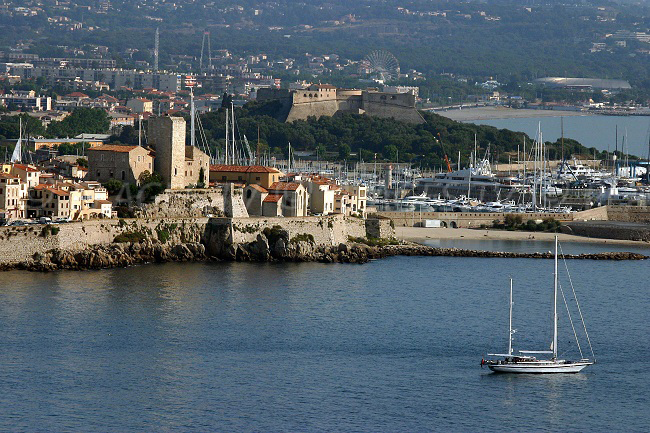 Antibes-vieille-ville-port-vauban