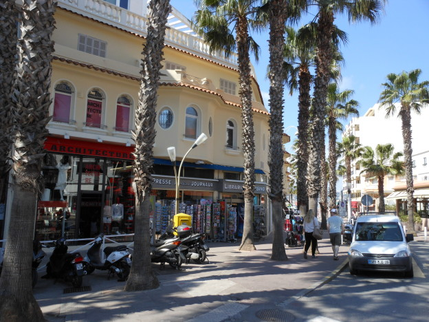 LOCATION PURE MAGASIN EMPLACEMENT N°1 JUAN LES PINS – CL4086