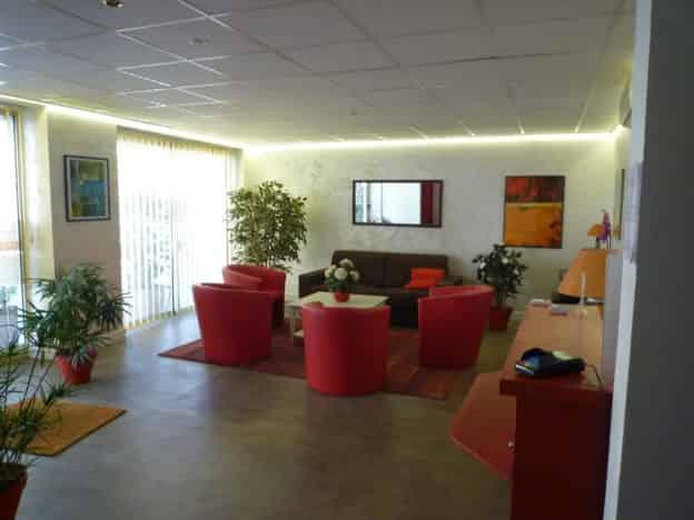 À CÉDER FONDS DE COMMERCE HÔTEL BUREAU 2** À MENTON – PL4168