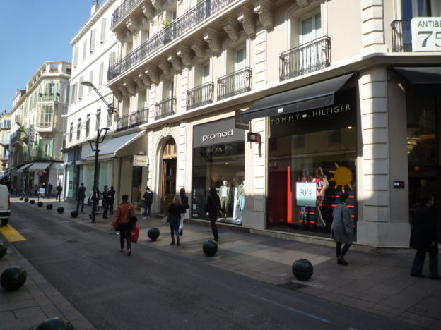 LOCATION PURE EMPLACEMENT N°1 RUE D'ANTIBES – CL4419