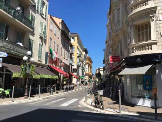 À CEDÉR LOCAL D'ANGLE RUE DE FRANCE – BB4574