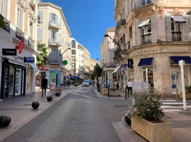 LOCATION PURE RUE D'ANTIBES À CANNES – BB4605